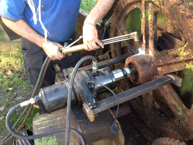 Mobile Hydraulic Puller : Pressing pulling peter cliff sons ltd